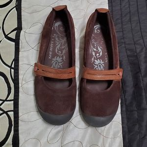 Merrell ladies shoes are size 9